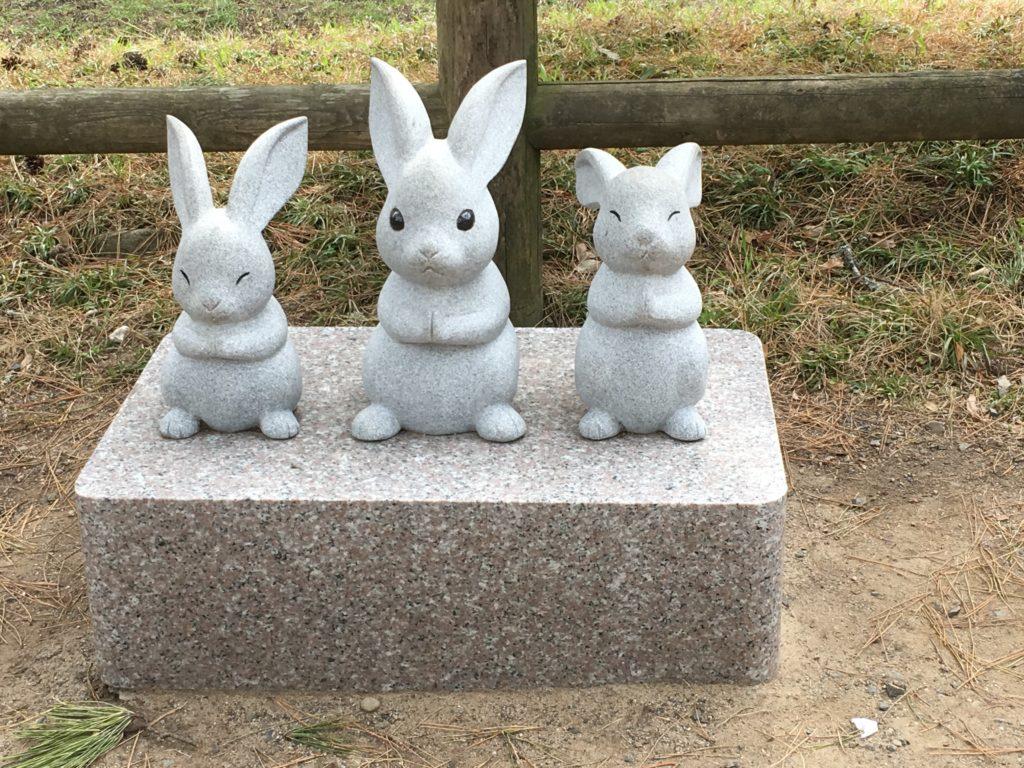 出雲大社のウサギたち