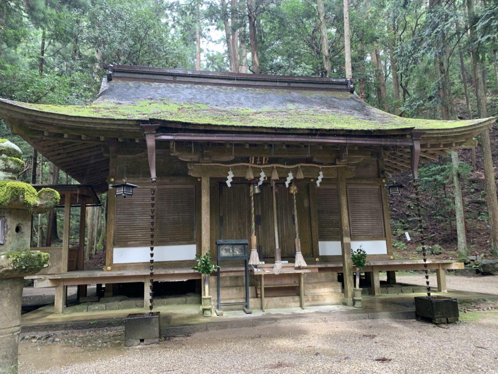 室生龍穴神社の拝殿