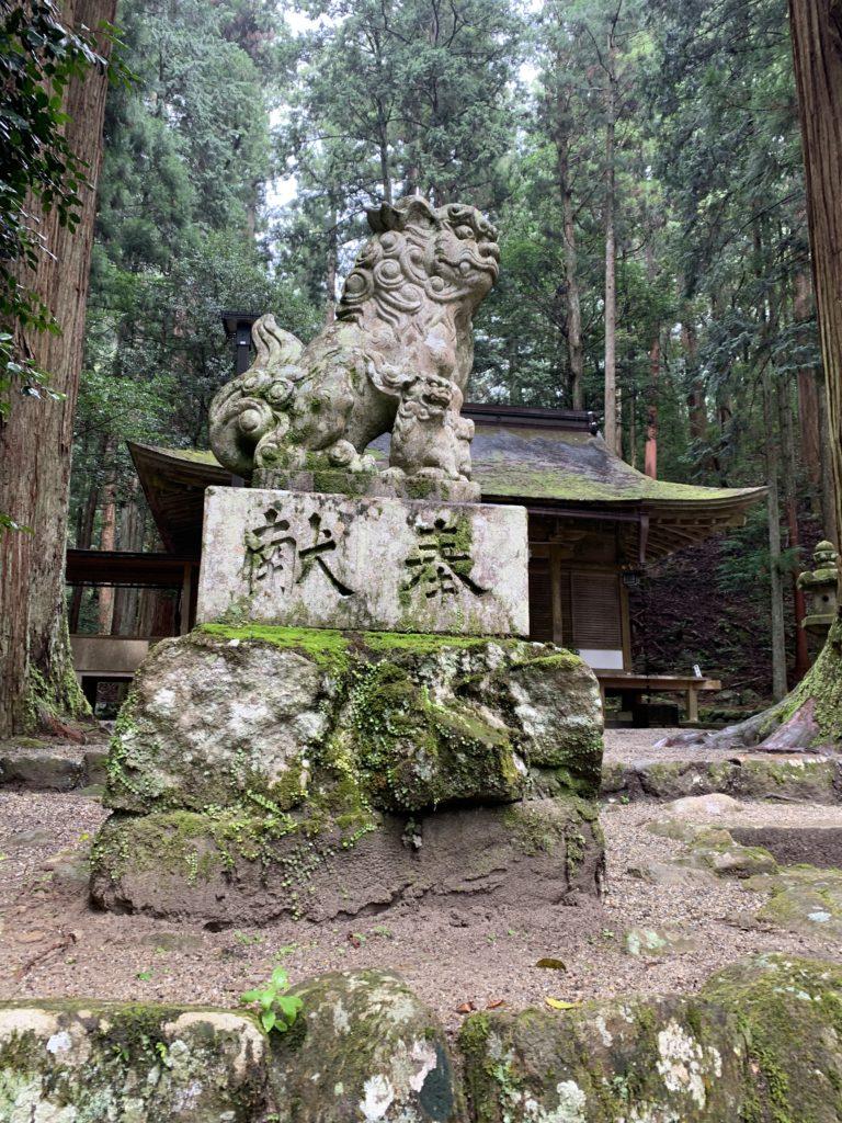 室生龍穴神社の狛犬さん