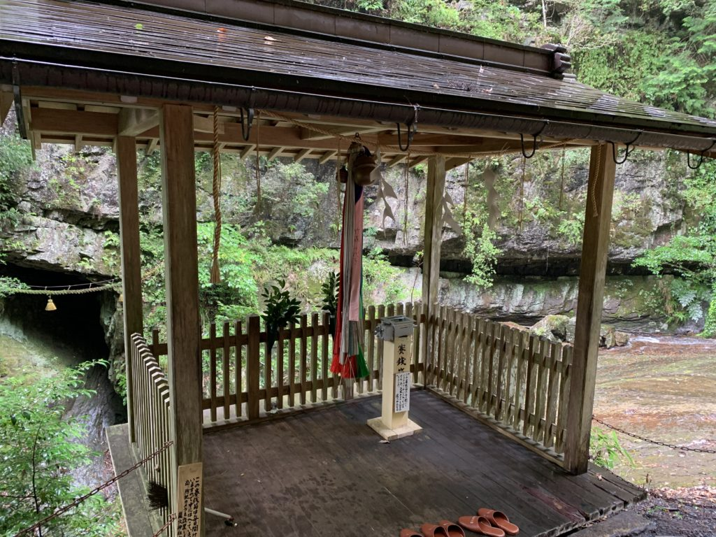 室生龍穴神社 奥宮の簡易拝殿