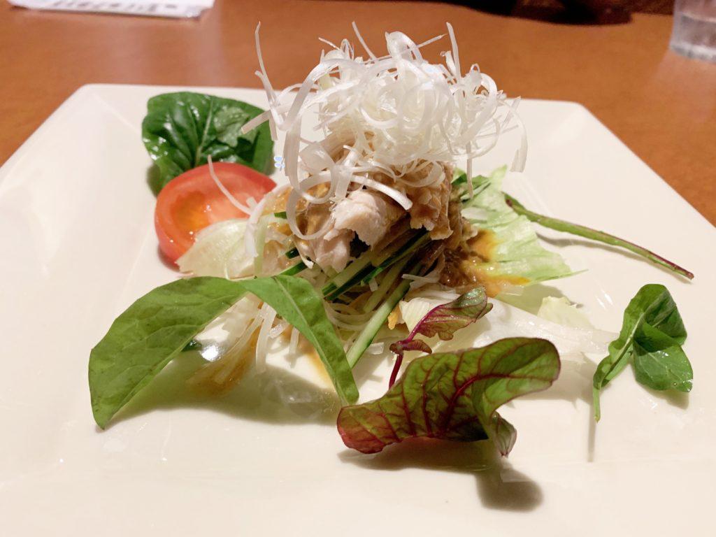 ビストロとんとろすぶた そらの「前菜の紀州梅鶏の棒棒鶏」