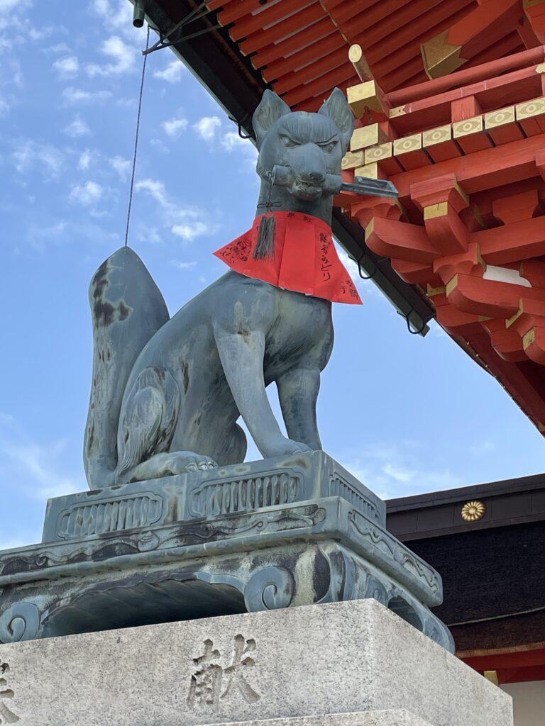 伏見稲荷大社 楼門前のおきつねさん